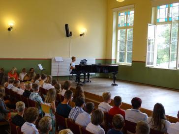 Jeremias Telschow zeigte sein Können am Klavier.