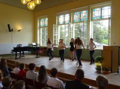 ie Mädels der Klasse 8.2 mit ihrer Tanzeinlage.