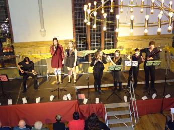 Das Holzbläserensemble und der Musikkurs des zwölften Jahrgangs