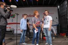 Interview der Schülerzeitung auf der Bühne mit Carla Kniestedt