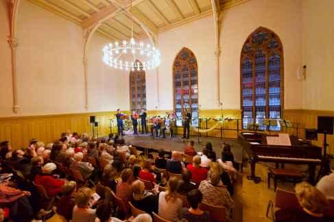 Aula im Haus I (Puschkinstr.) während eines Weihnachtkonzertes