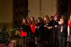 Auftritt des Schulchores mit dem Solo von Lotte Autzen (Jgs. 7)