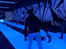 Schüler beim bowlen