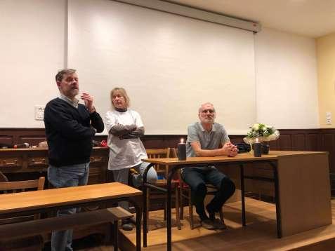 Rainer Höß beim beantworten von Fragen