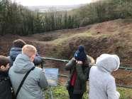 Schüler an den Kratern von la butte de vauquois