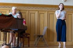 Gesangsbeitrag von Charlotte Zabel (Jgst. 11) und Charlotte Zado (Jgst.8), am Klavier
